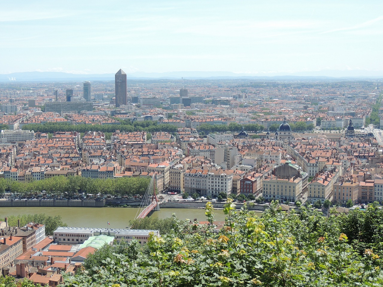赤い屋根で統一された美しいリヨン(Lyon)の街並
